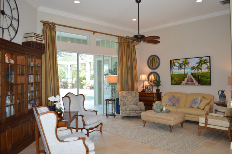 Beautiful Living room leading to Lanai