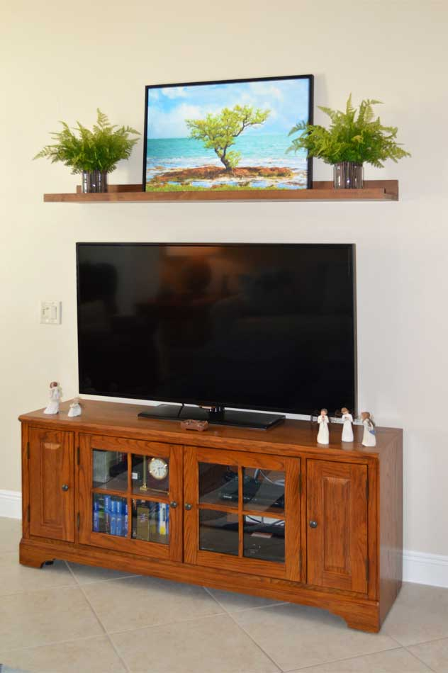 The TV wall in Oleander Model.