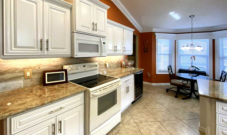 Rich colors look fresh and the warm - Interior Design - in the Villages of Florida.